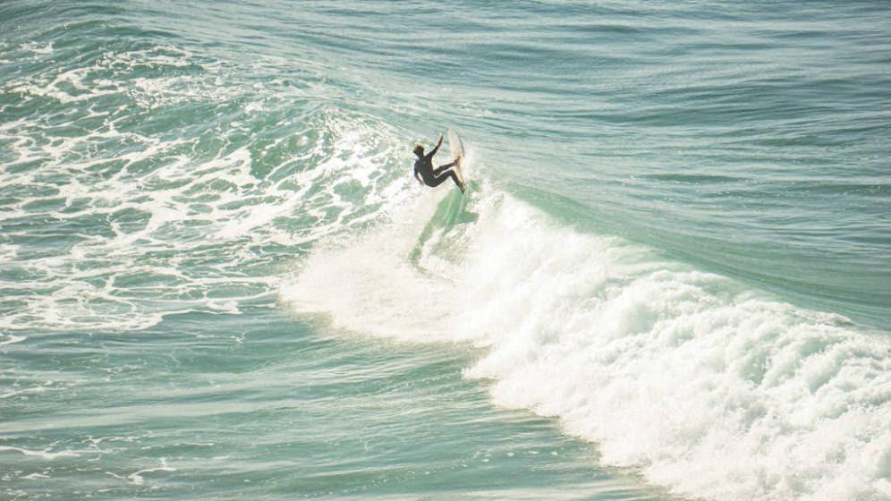 Tres jóvenes surfistas emprenderán una aventura solidaria