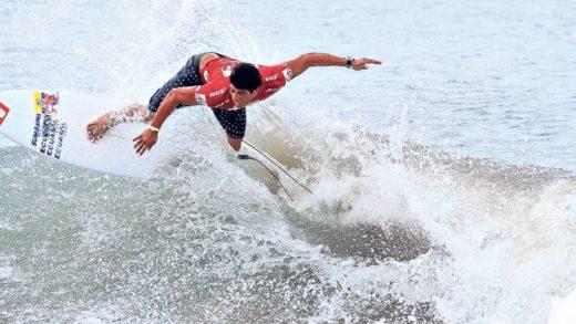 Jonathan Zambrano se coronó en el Circuito Nacional de Surf de Ecuador