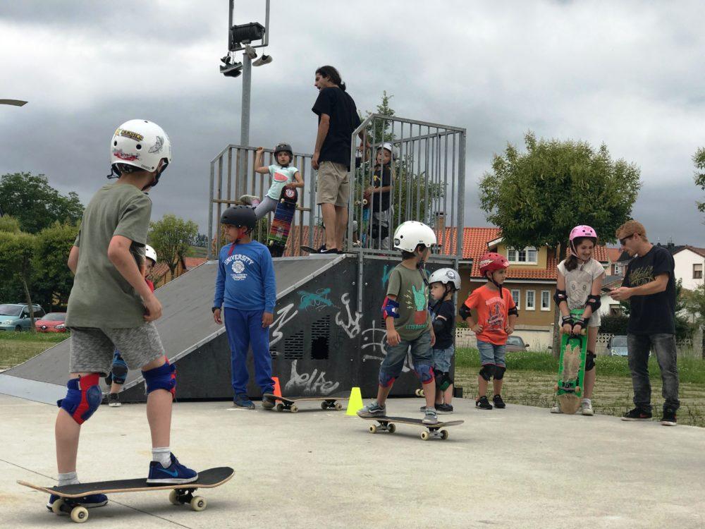 Escuela municipal de skate del Ayuntamiento de Piélagos inició actividades