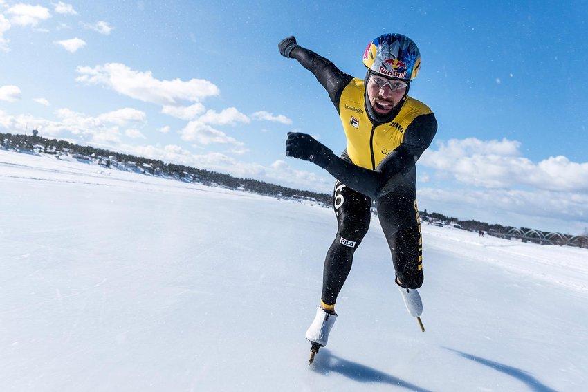 Kjeld Nuis batió récord mundial en patines