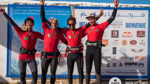 El windsurfer Antoine Martin clama victoria en la International Windsurfing Tour en Marruecos