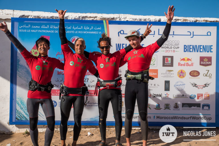 El windsurfer Antoine Martin clama victoria en la International Windsurfing Tour en Marruecos