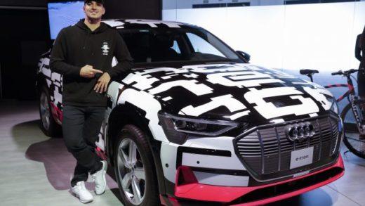 El surfista brasileño Gabriel Medina presentó el coche eléctrico e-tron