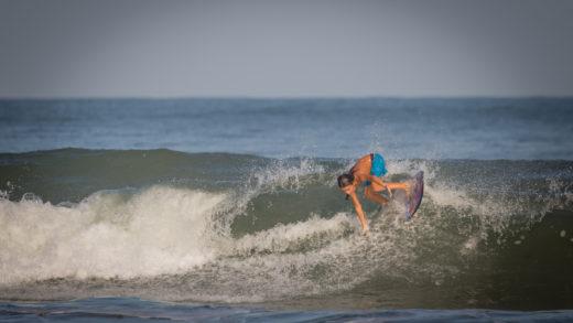 El surfer venezolano Mike Prada primer lugar en el 1er Campeonato Infantil de surf en Colombia