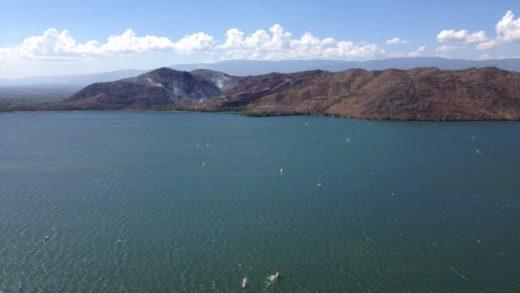 La represa de Cumaripa en el estado Yaracuy en Venezuela es el escenario del Festival de windsurf único en la región